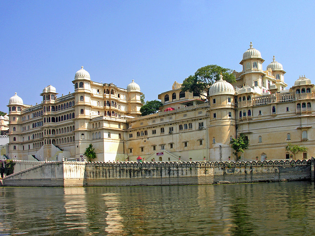 1024px-City_Palace_of_Udaipur.jpg